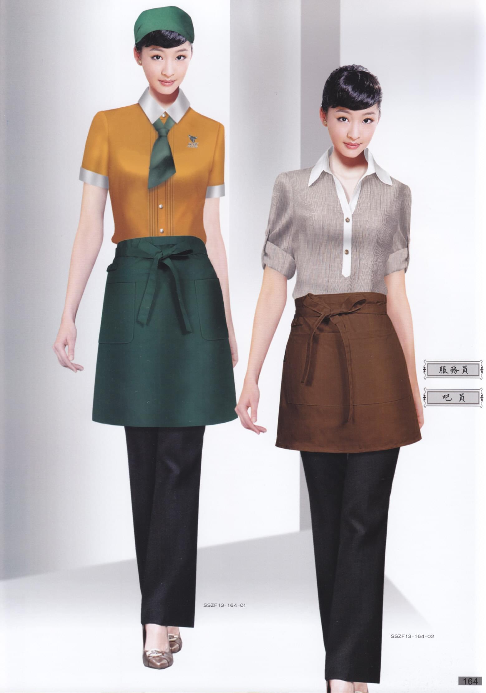的款式设计时不仅要符合工作环境的需求,更要结合品牌定位及装修形象色调等进行整体设计,与logo、店面装修、形象宣传等形成一个整体的品牌形象设计。 连锁餐饮遍布全国各地,多常见的为身边名气餐饮,此类餐饮选择员工工作服时可选择衬衣、长裤、围裙款式,款式简单,穿着舒适,方便活动,不同颜色、不同面料的采用辨识度也较高。比如作为传统餐饮行业可选择偏中式风格的衬衣款式,在保持统一基调的基础上,围裙和上衣可以采用装饰设计,领口盘扣与围裙颜色交相呼应,也让人眼前一亮。  对于以颜色标志为主的品牌,工作服则可以选择品牌颜色